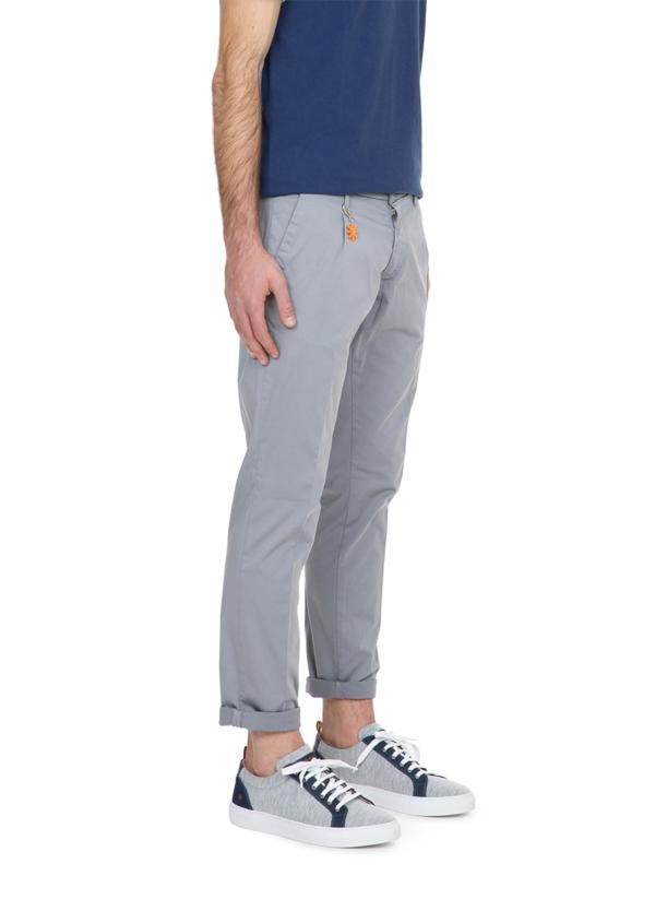 Pantalón chino color gris con pinzas. 100% Algodón. - Ítem2