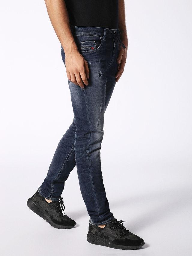 Pantalón tejano skinny modelo THOMMER color azul oscuro lavado. 90% Algodón 8% Poliéster 2% Elastáno. - Ítem1