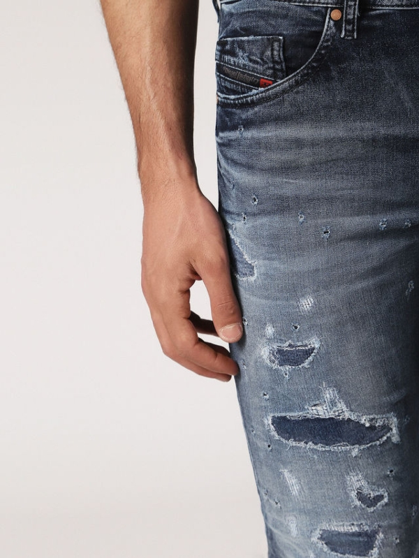 Pantalón tejano skinny modelo THOMMER color azul medio lavado con detalles rasgados. 90% Algodón 8% Poliéster 2% Elastano. - Ítem2
