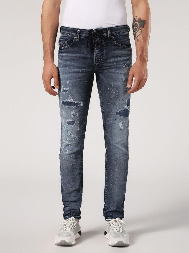 Pantalón tejano skinny modelo THOMMER color azul medio lavado con detalles rasgados. 90% Algodón 8% Poliéster 2% Elastano.