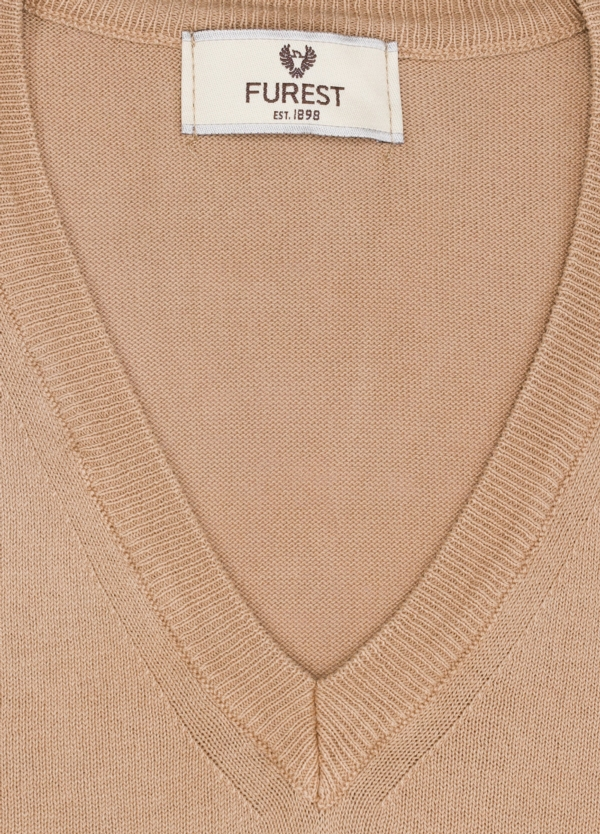 Jersey cuello pico color tostado, 100% Algodón. - Ítem1