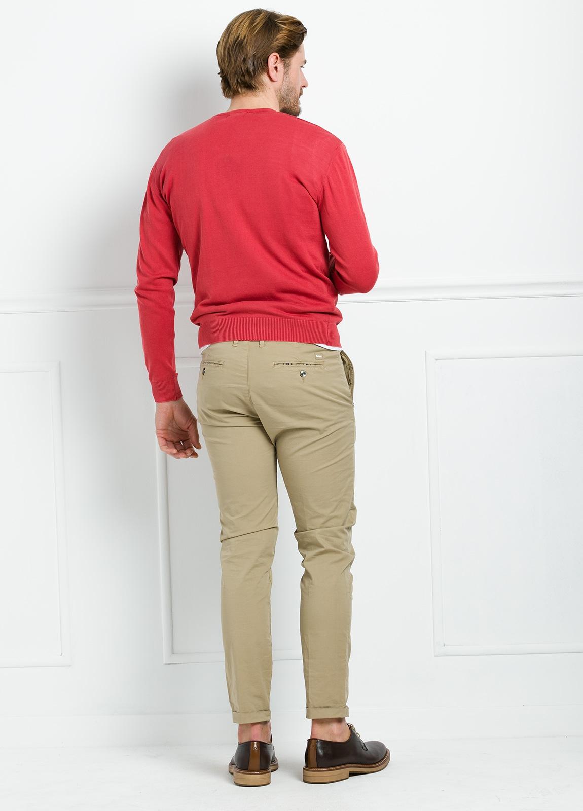 Jersey cuello pico color rojo, 100% Algodón. - Ítem3