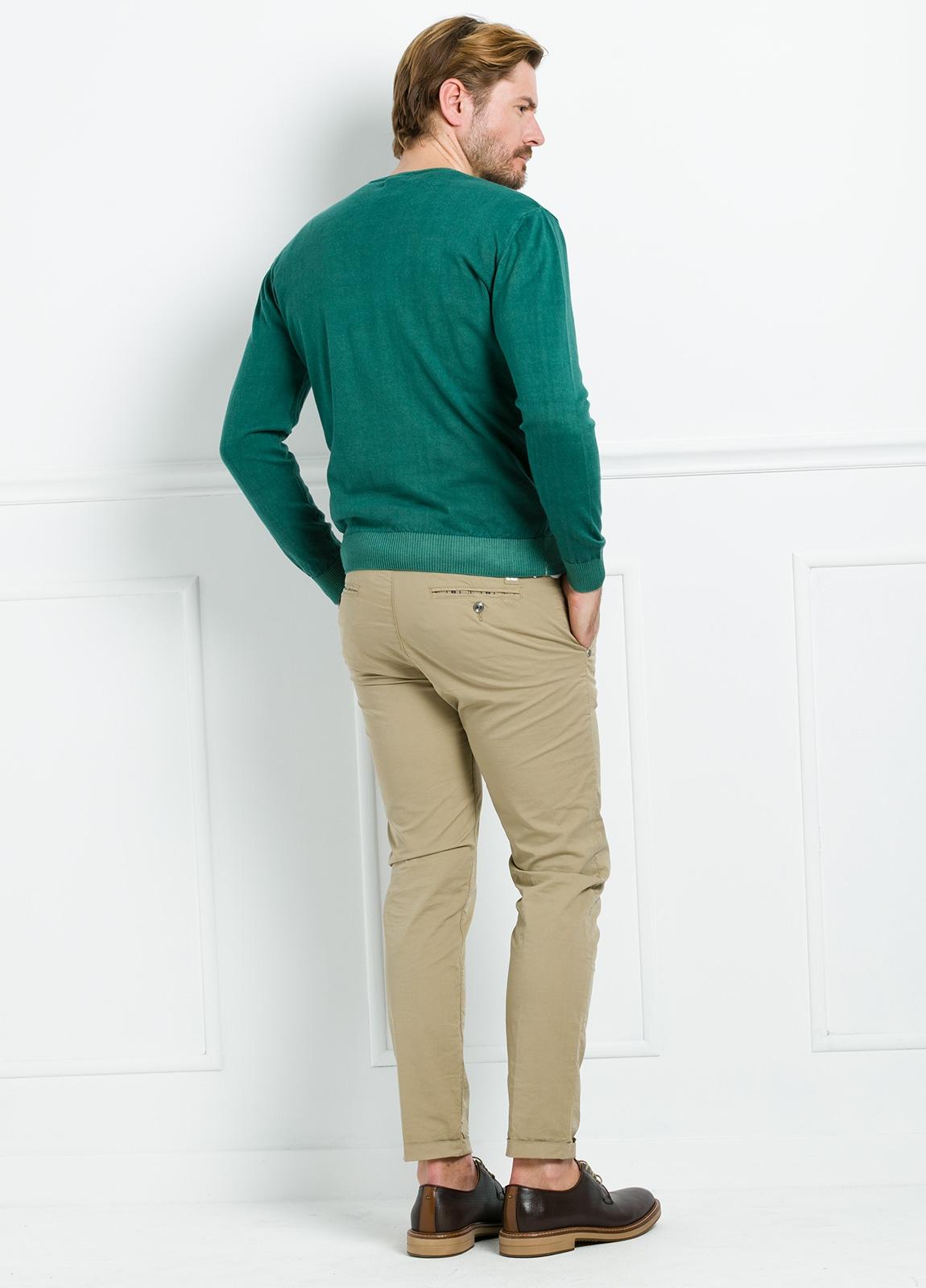 Jersey cuello pico color verde, 100% Algodón. - Ítem2