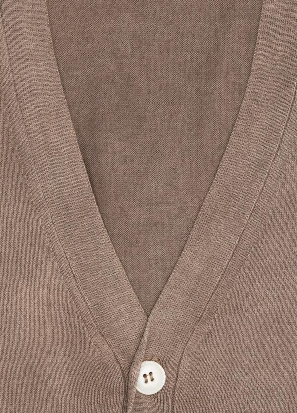 Cardigan con botones color tostado, 100% Algodón. - Ítem1