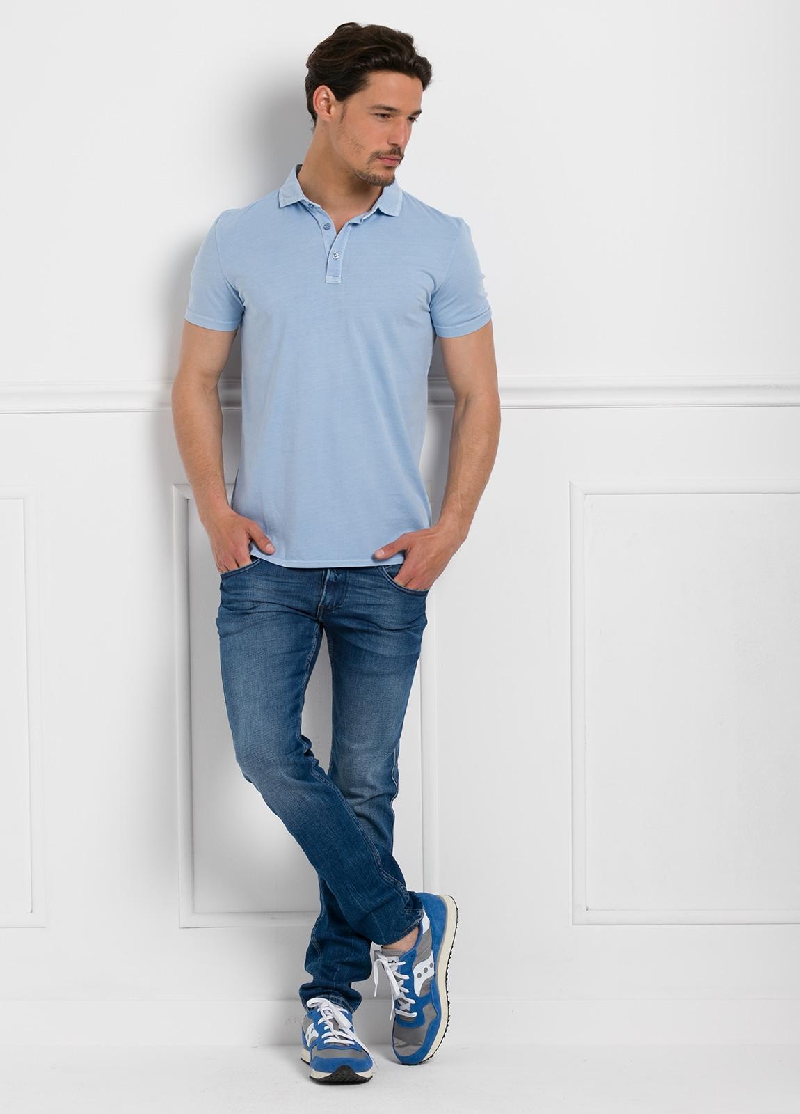 Polo liso manga corta, color azul celeste. 100% Algodón interlock.