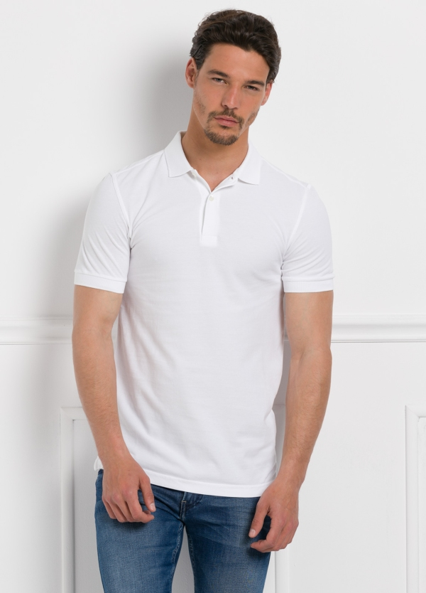 Polo liso manga corta, color blanco. 100% Algodón Piqué.