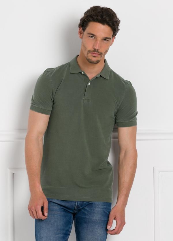 Polo liso manga corta, color verde kaki. 100% Algodón Piqué.