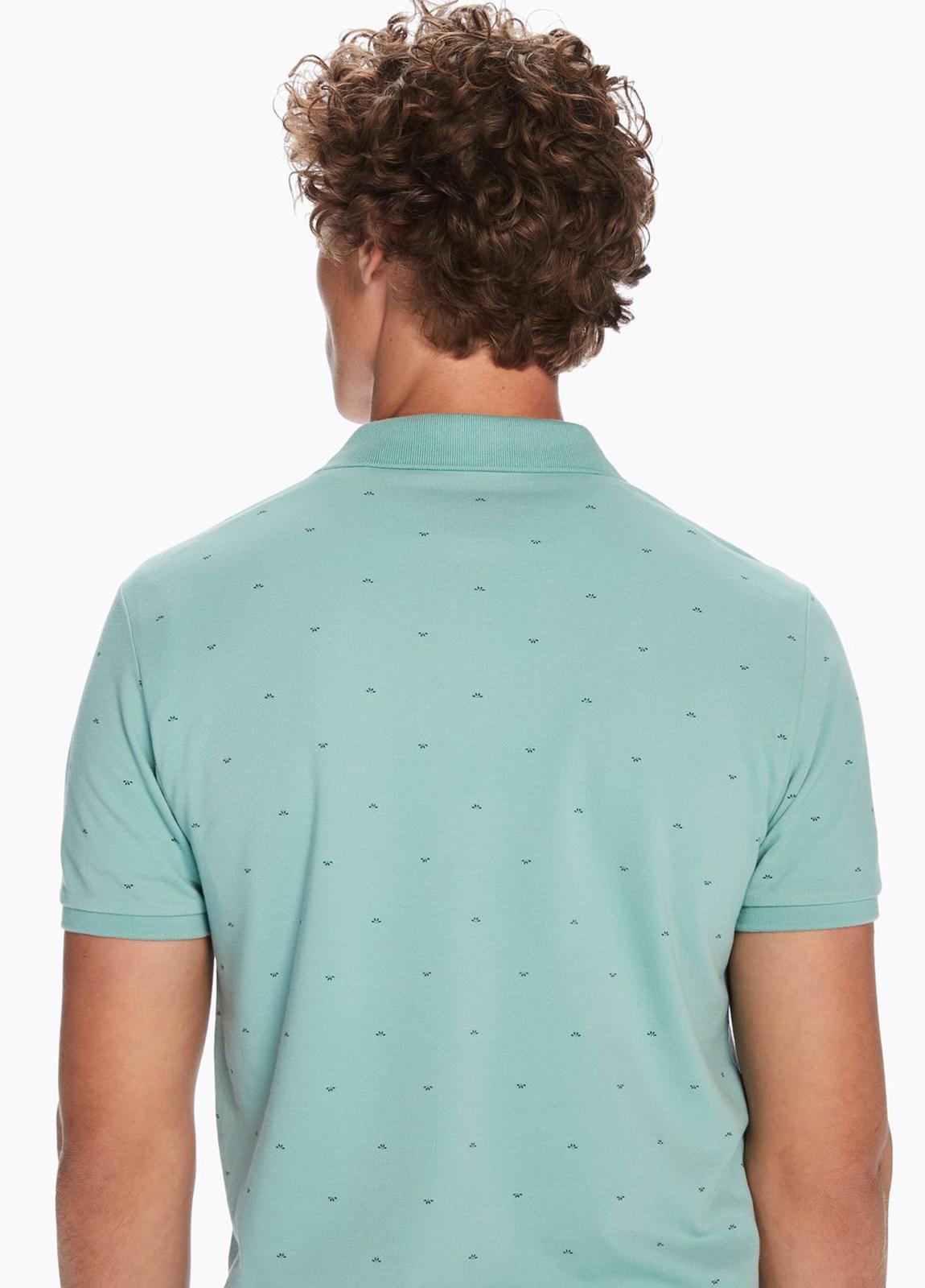 Polo manga corta de piqué color verde con motivos estampados. 100% algodón. - Ítem1