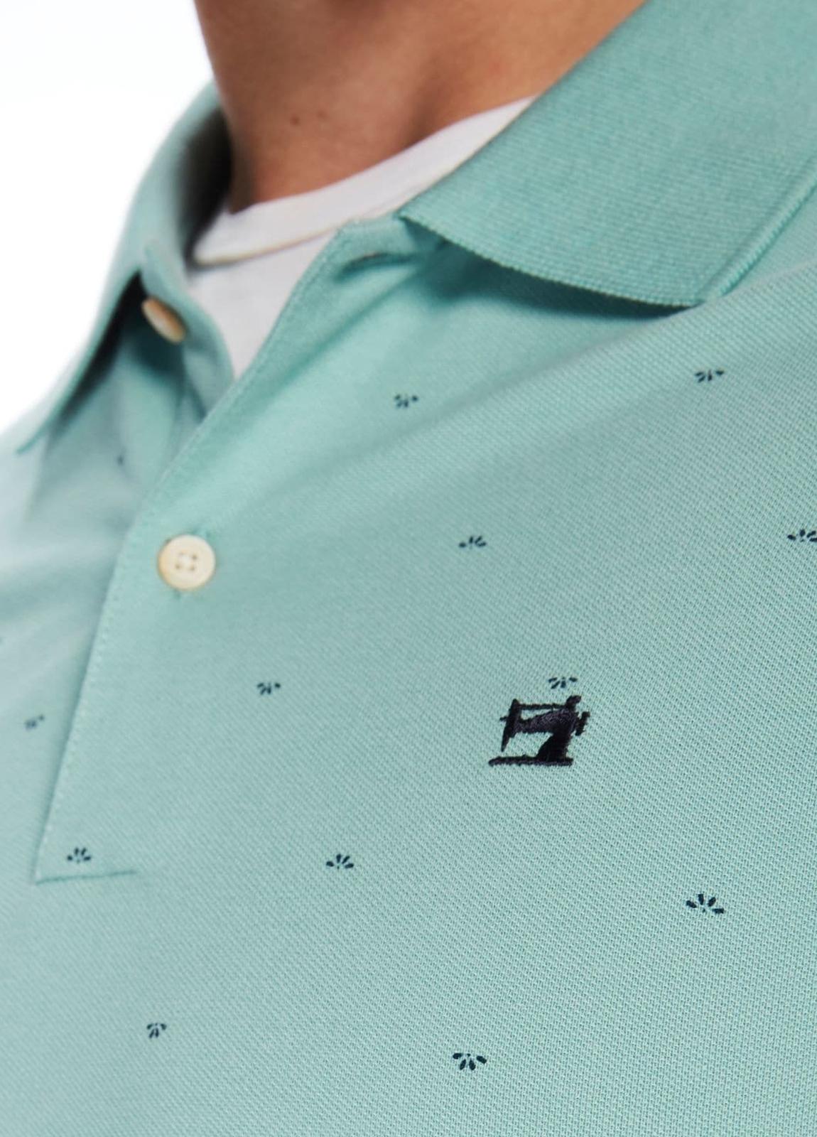 Polo manga corta de piqué color verde con motivos estampados. 100% algodón. - Ítem2