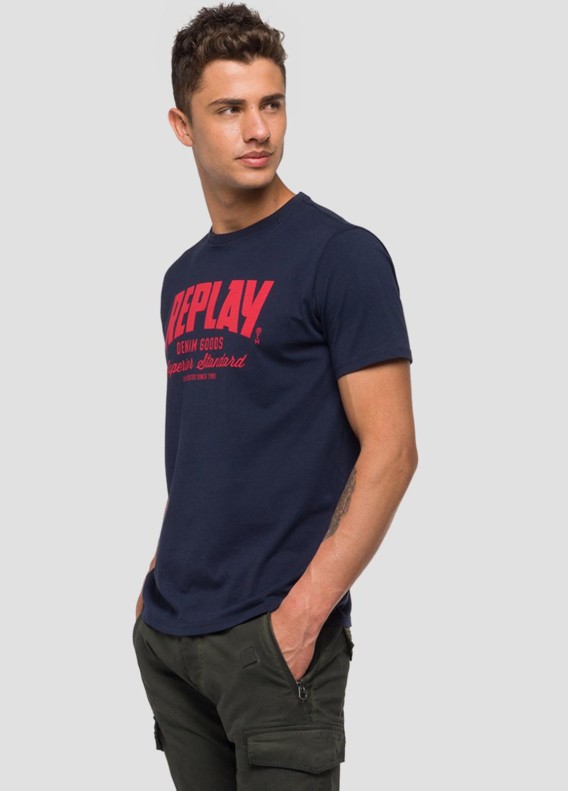 Camiseta manga corta color azul marino con estampado Replay denim. 100% Algodón. - Ítem1