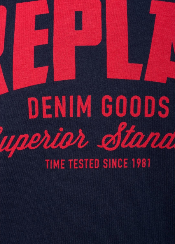 Camiseta manga corta color azul marino con estampado Replay denim. 100% Algodón. - Ítem2