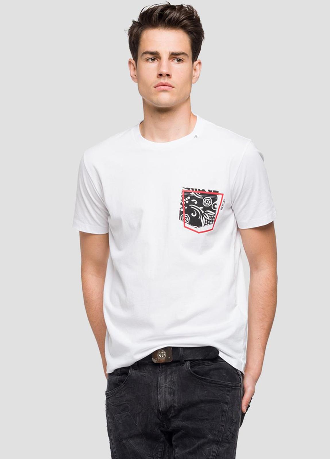 Camiseta manga corta color blanco con estampado en pecho.100% Algodón.