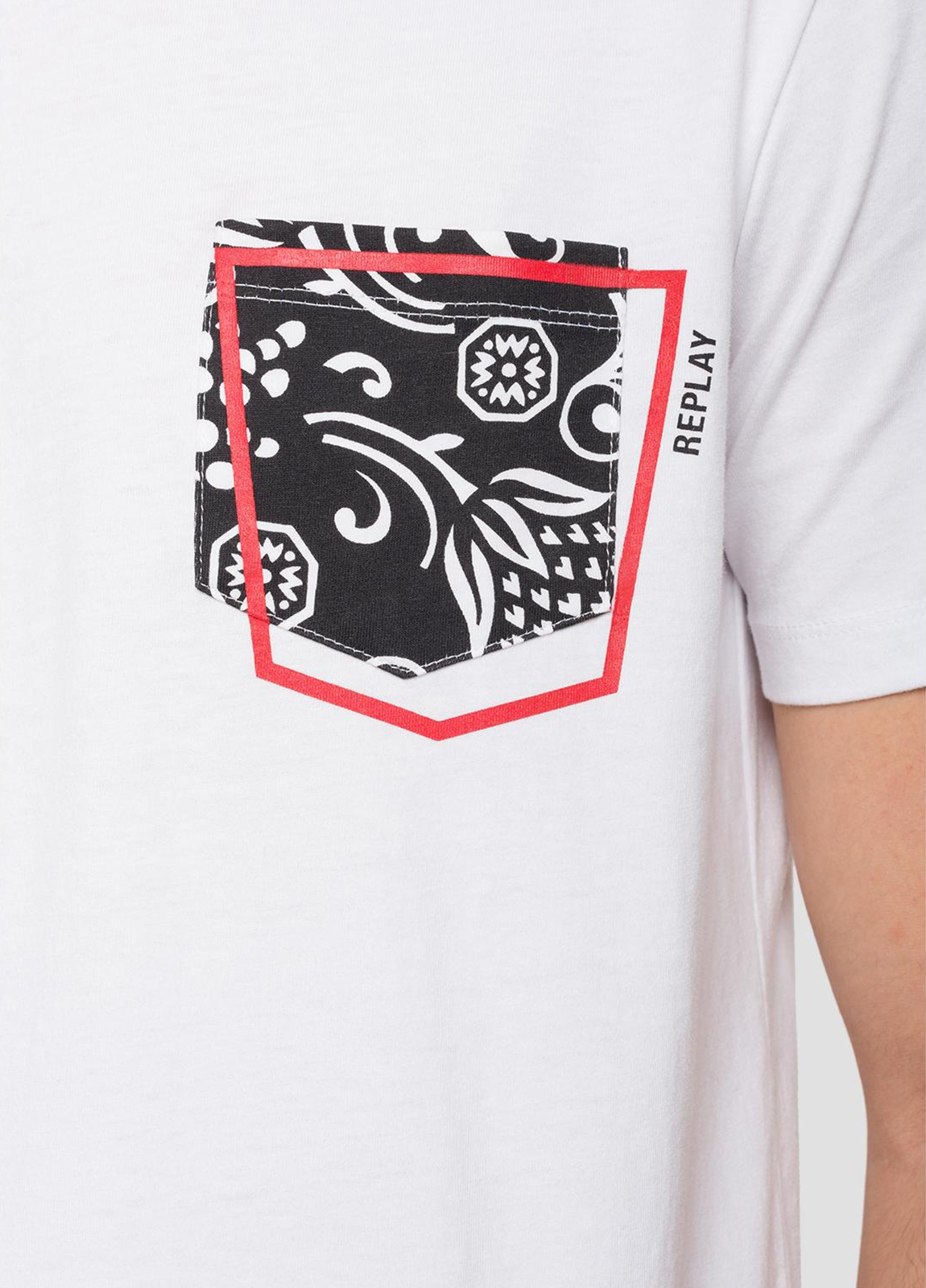 Camiseta manga corta color blanco con estampado en pecho.100% Algodón. - Ítem3