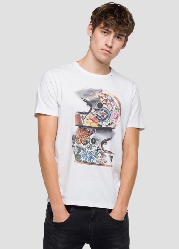 Camiseta manga corta color blanco con estampado de cascos.100% Algodón.