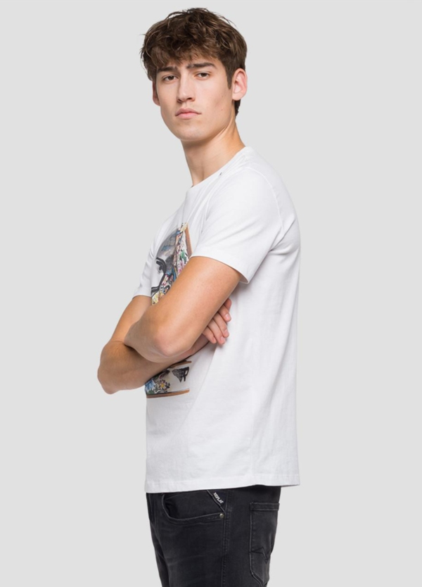 Camiseta manga corta color blanco con estampado de cascos.100% Algodón. - Ítem1