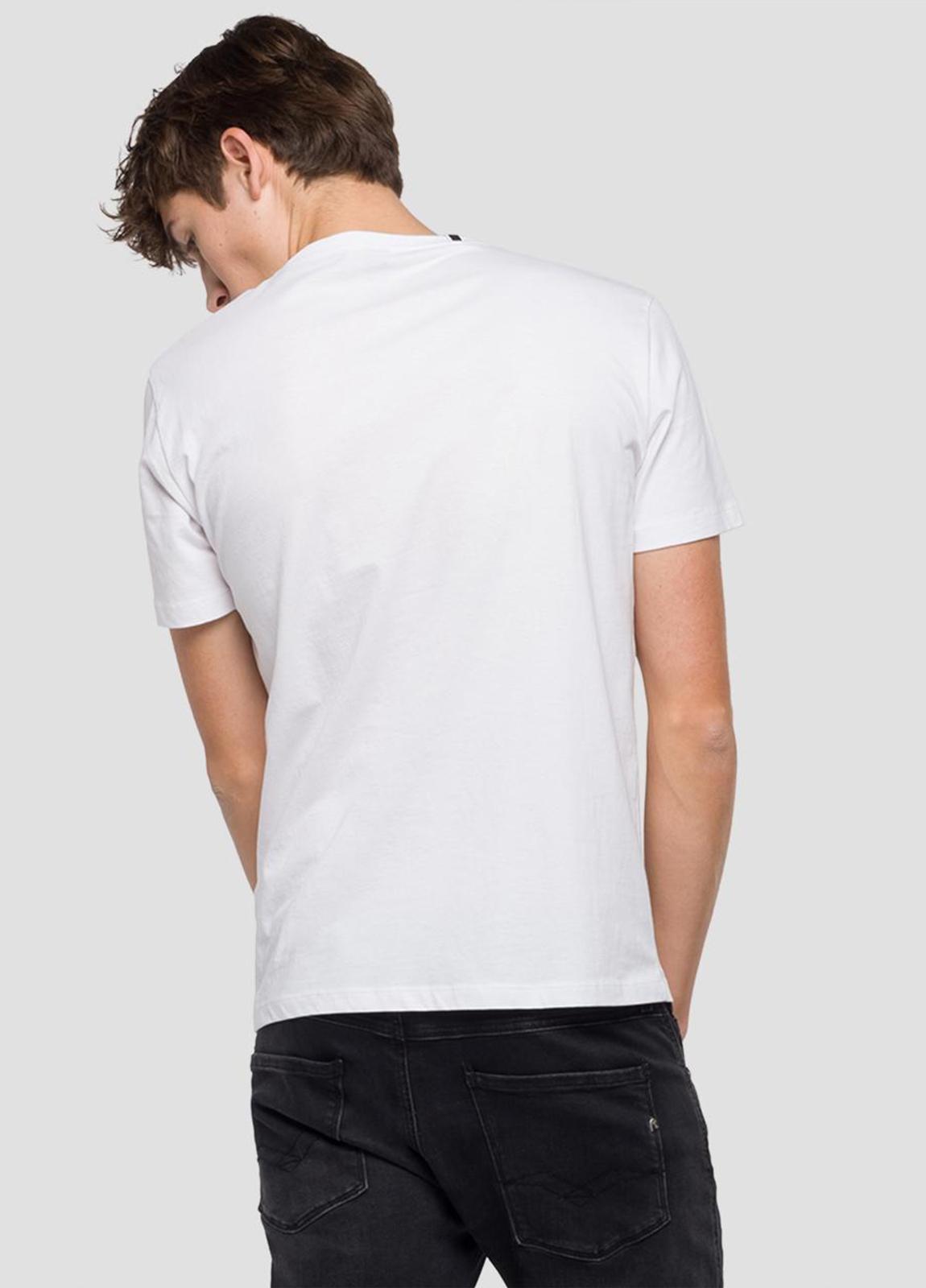 Camiseta manga corta color blanco con estampado de cascos.100% Algodón. - Ítem3