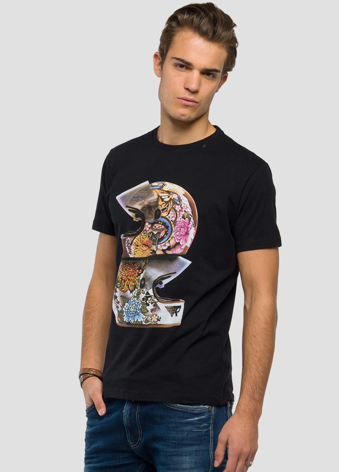 Camiseta manga corta color negro con estampado de cascos.100% Algodón. - Ítem2