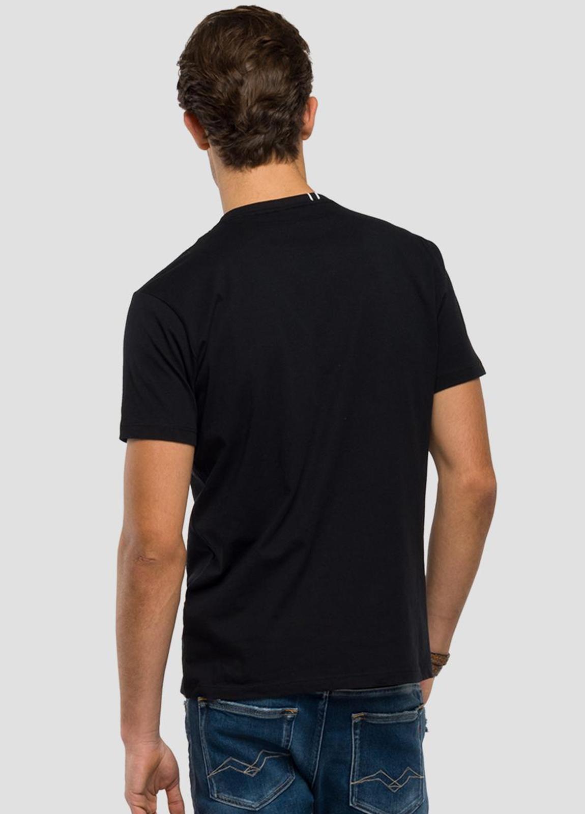 Camiseta manga corta color negro con estampado de cascos.100% Algodón. - Ítem3