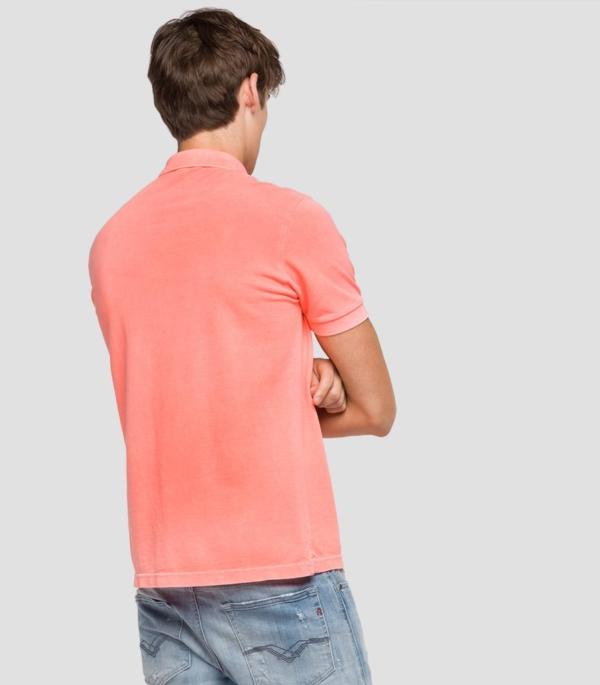 Polo de piqué teñido en prenda color coral. 100% Algodón. - Ítem1
