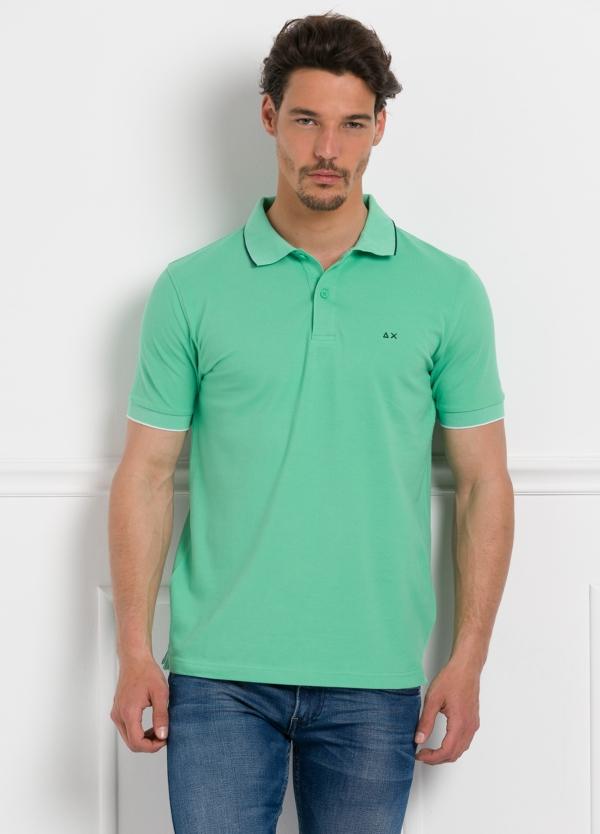 Polo piqué manga corta color verde manzana con vivos en cuello y mangas, 100% Algodón.