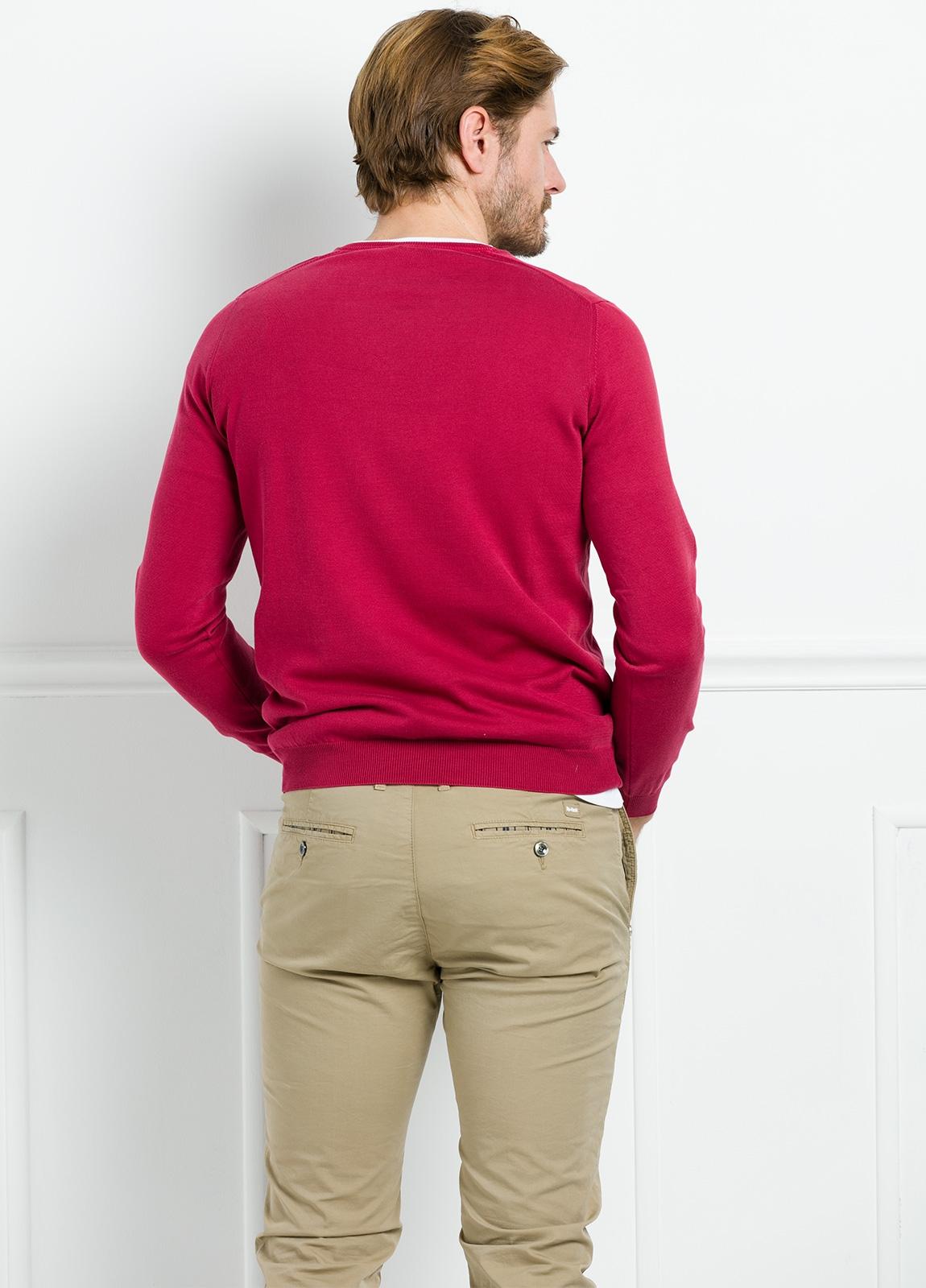 Jersey liso cuello pico color rojo. 100% Algodón lavado. - Ítem2