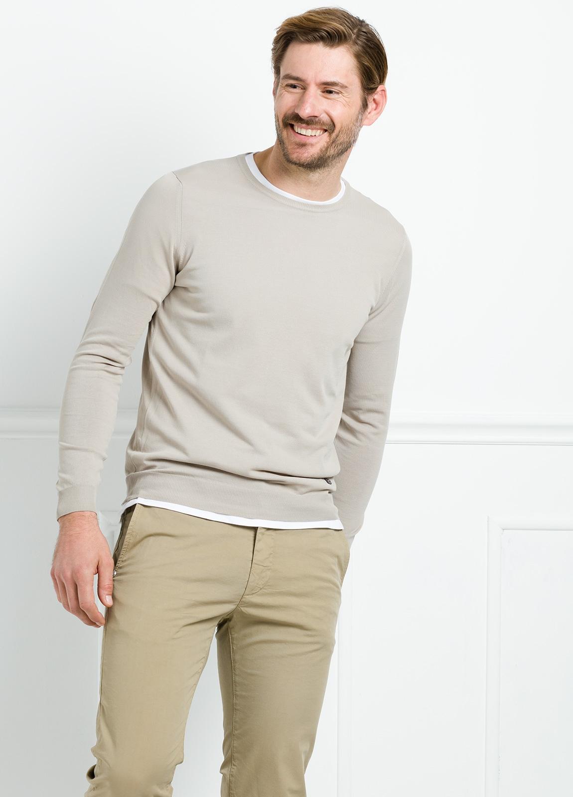 Jersey liso cuello redondo color beige. 100% Algodón microesterilla.