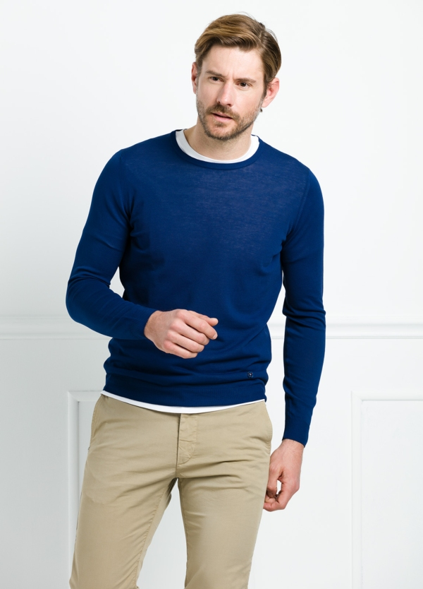 Jersey liso cuello redondo color azul. 100% Algodón microesterilla.