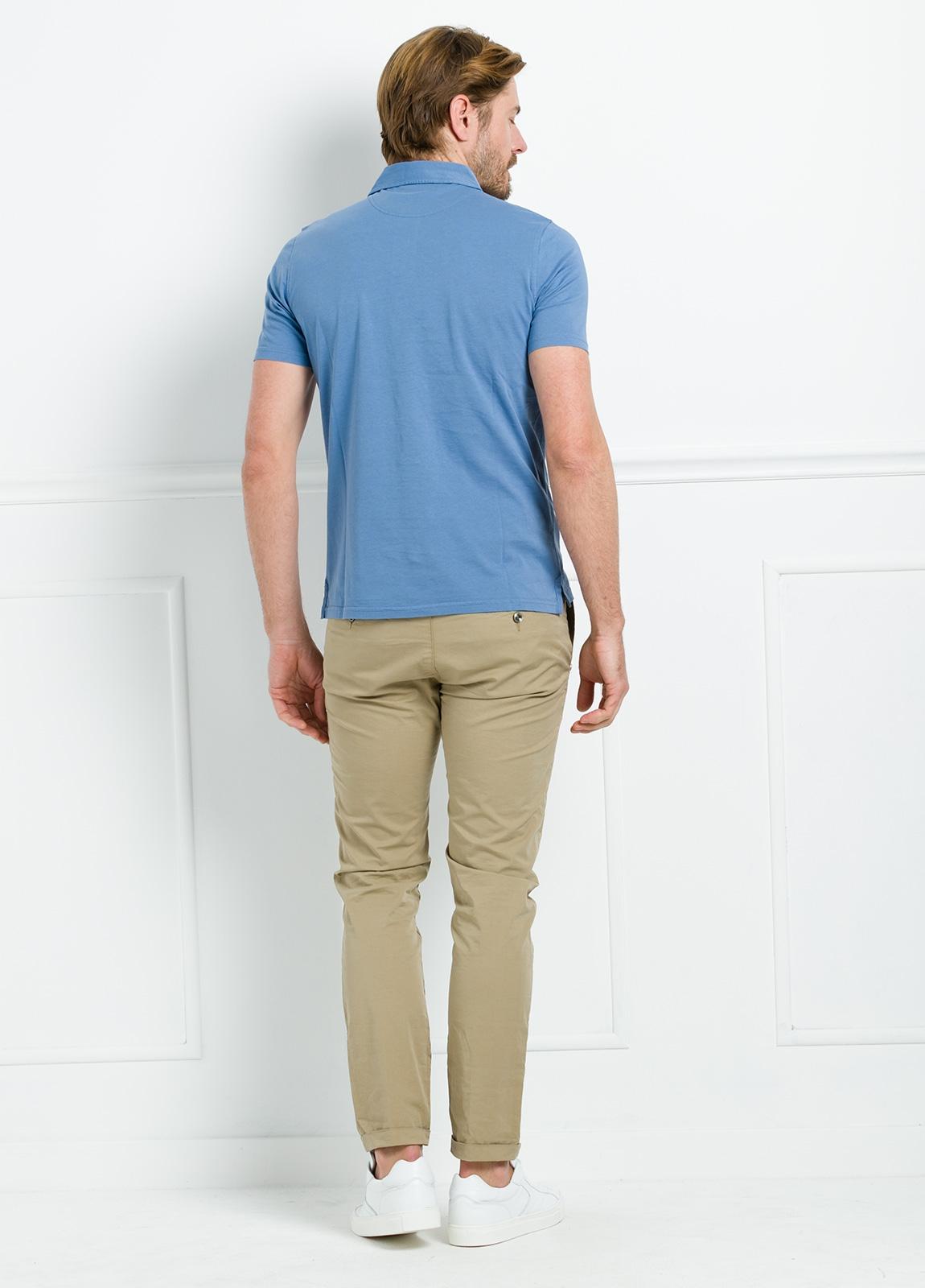 Polo liso manga corta color azul con bolsillo en pecho. 100% Algodón. - Ítem1