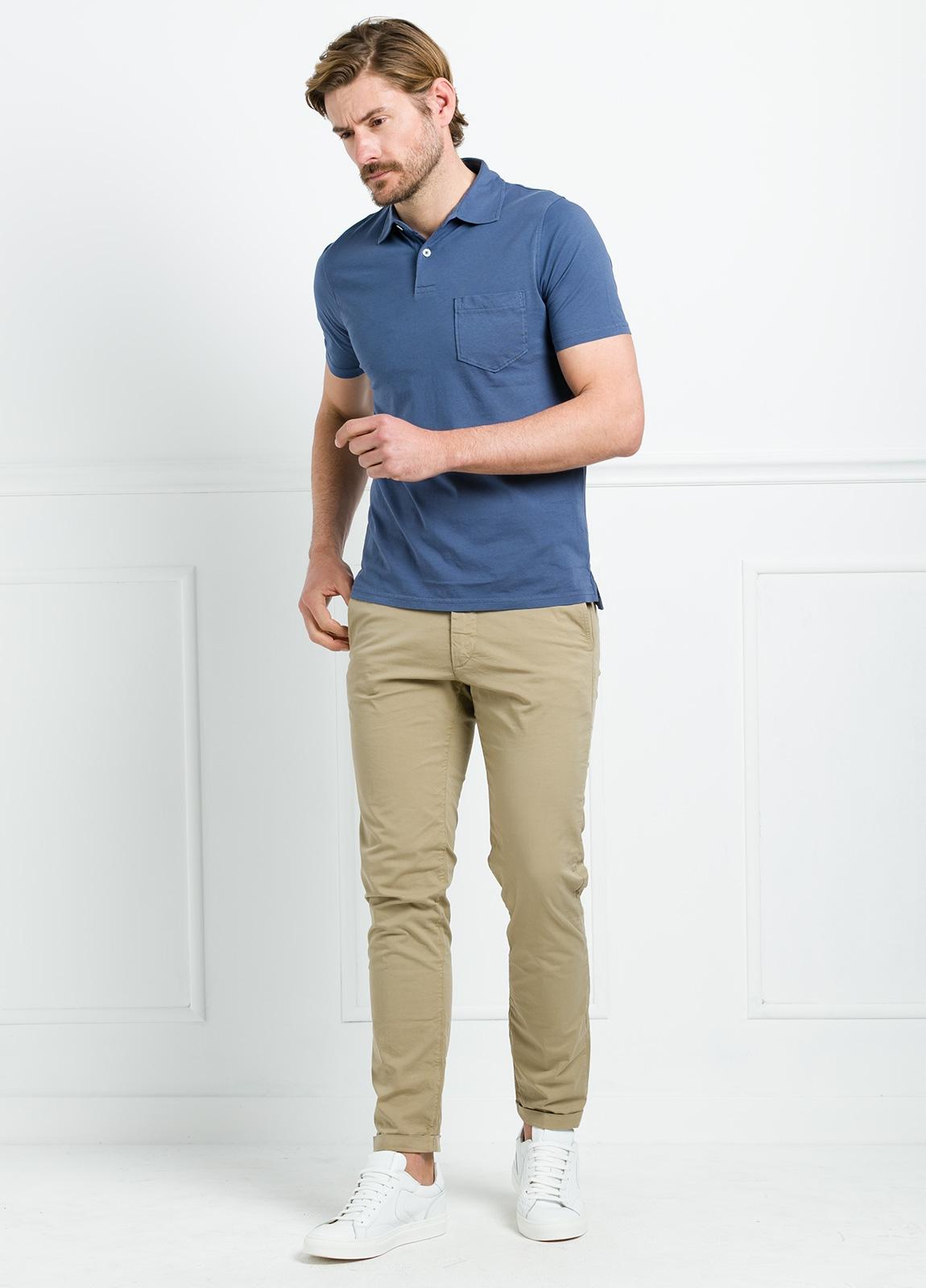 Polo liso manga corta color azul medio con bolsillo en pecho. 100% Algodón. - Ítem2