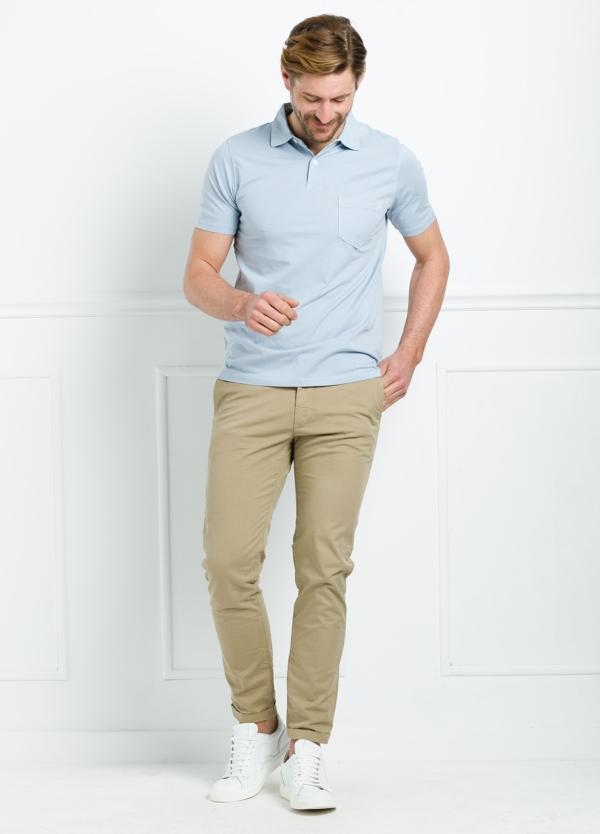 Polo liso manga corta color celeste con bolsillo en pecho. 100% Algodón.