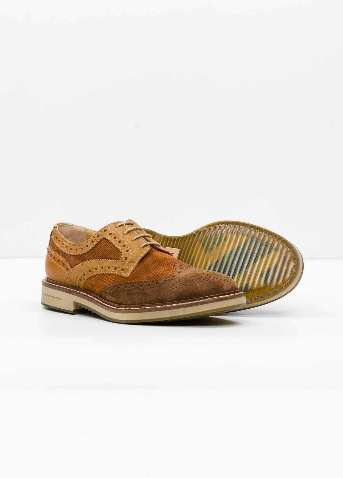 Zapato Sport Wear color marrón. Combinación de serraje y piel con troquelado. - Ítem2