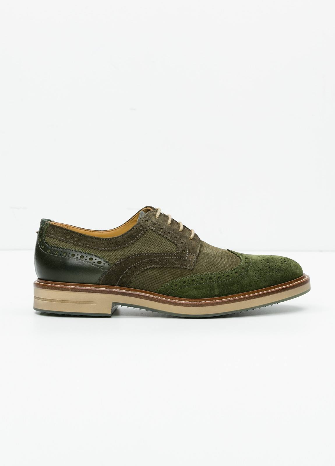 Zapato Sport Wear color kaki. Combinación de serraje y piel con troquelado.