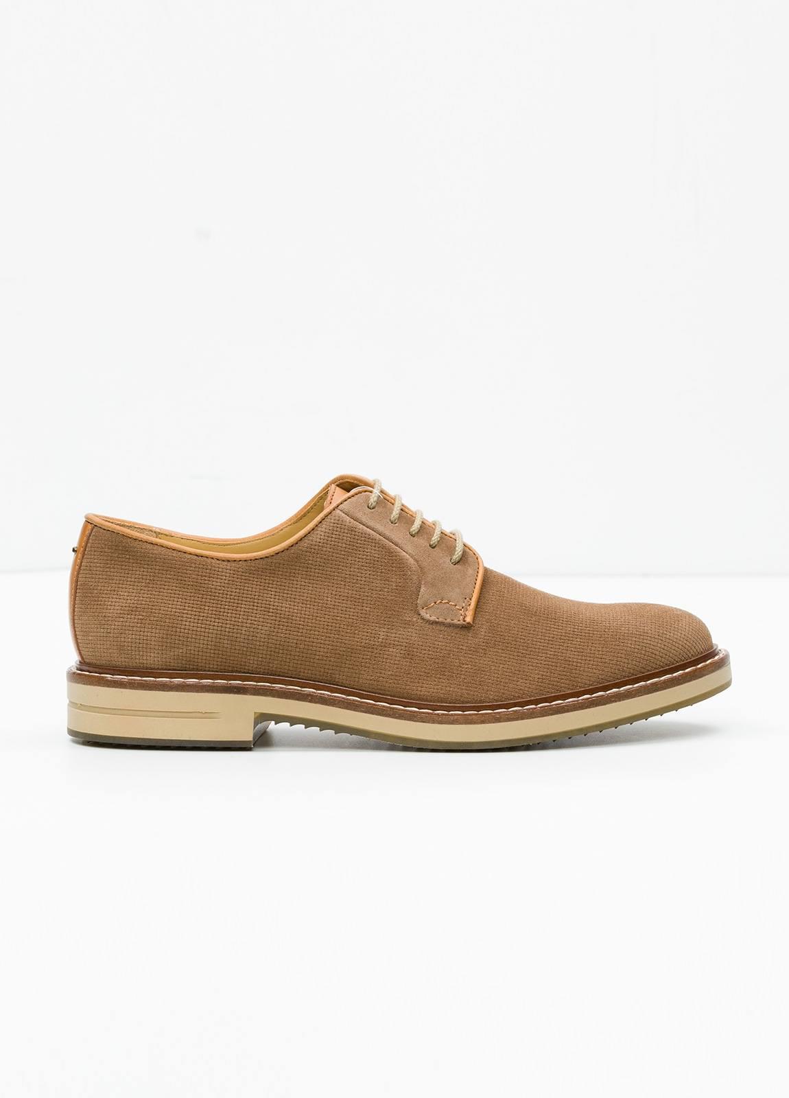 Zapato Sport Wear color tostado. 100% Serraje.