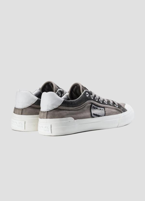 Calzado sport modelo DAWSON con cordones color gris. 100% Algodón. - Ítem1