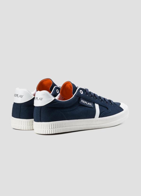 Calzado sport modelo MOSCOW con cordones color azul marino con detalle blanco. 100% Lona. - Ítem1