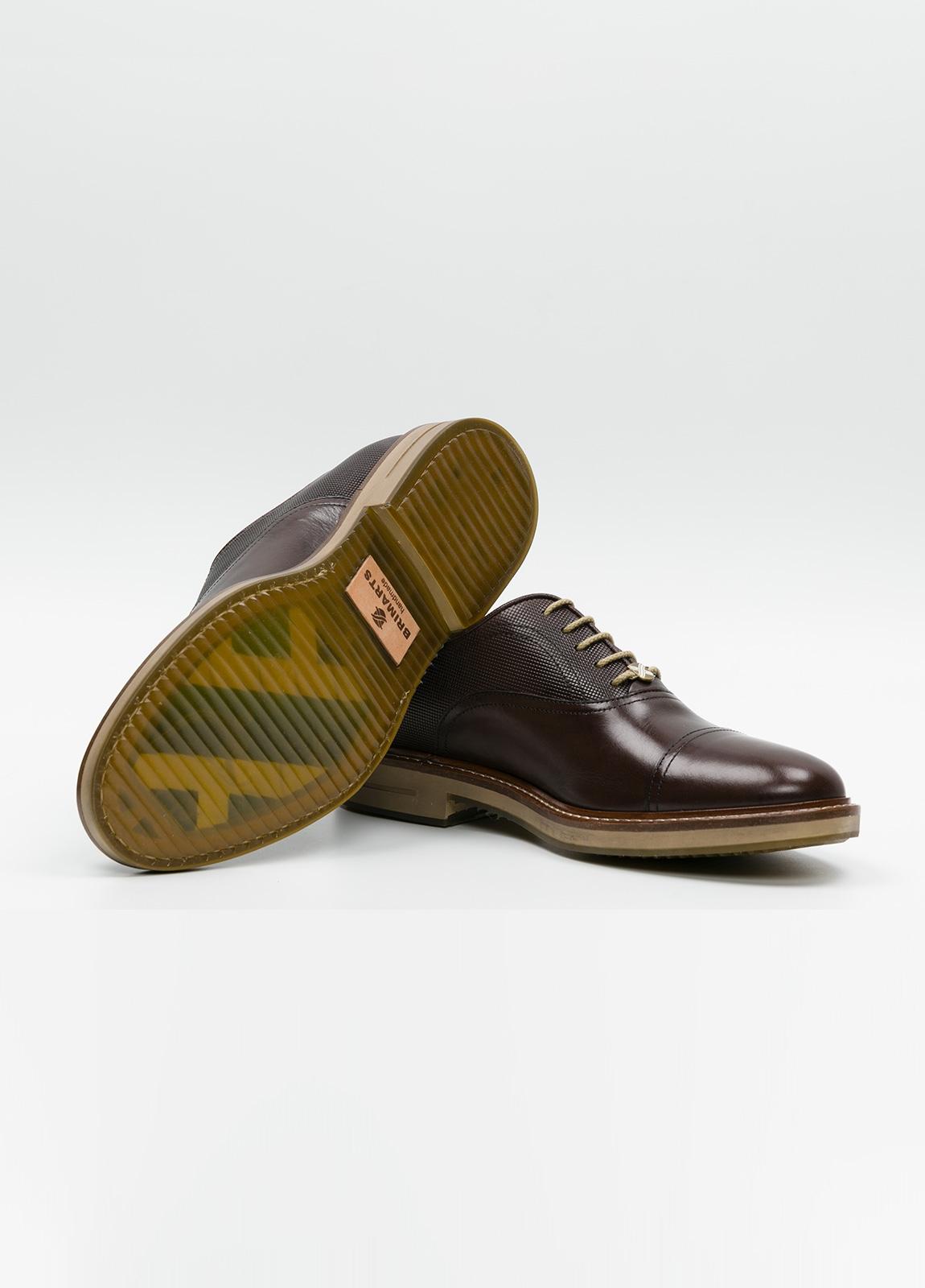Zapato Formal Wear con cordones color marrón combinación de piel lisa y grabada. 100% Piel. - Ítem4