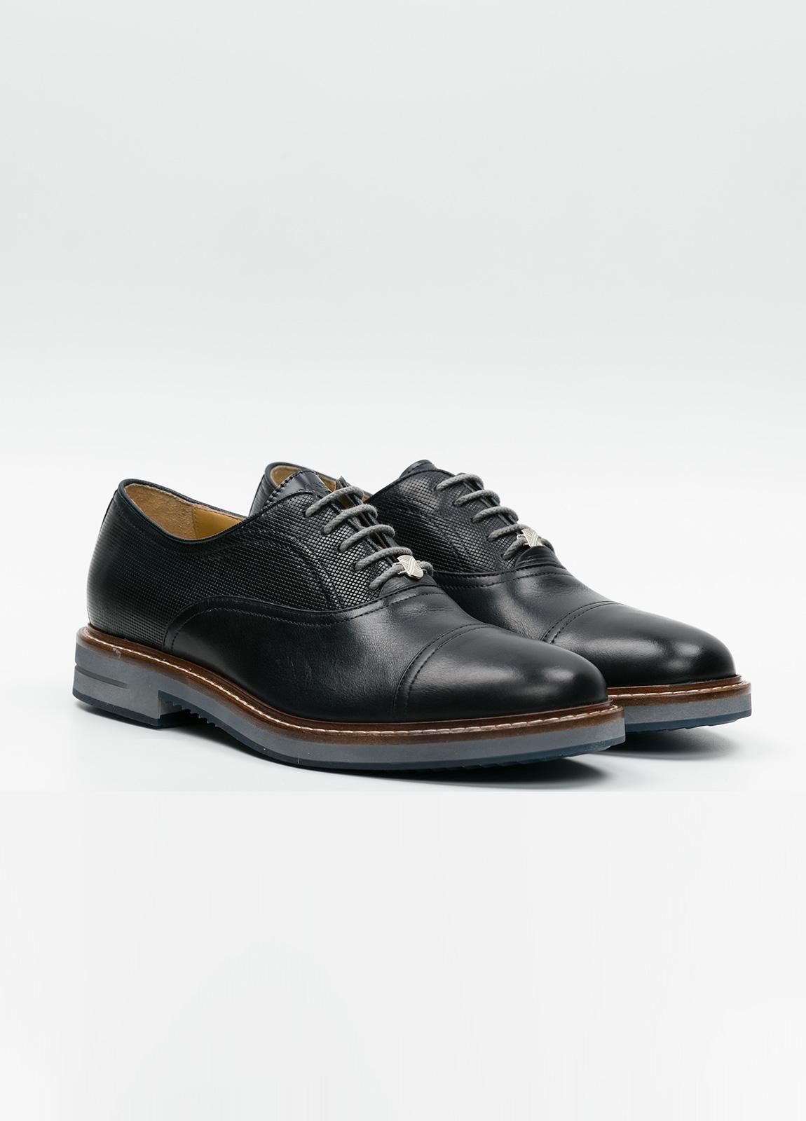 Zapato Formal Wear con cordones color marrón oscuro combinación de piel lisa y grabada. 100% Piel. - Ítem2