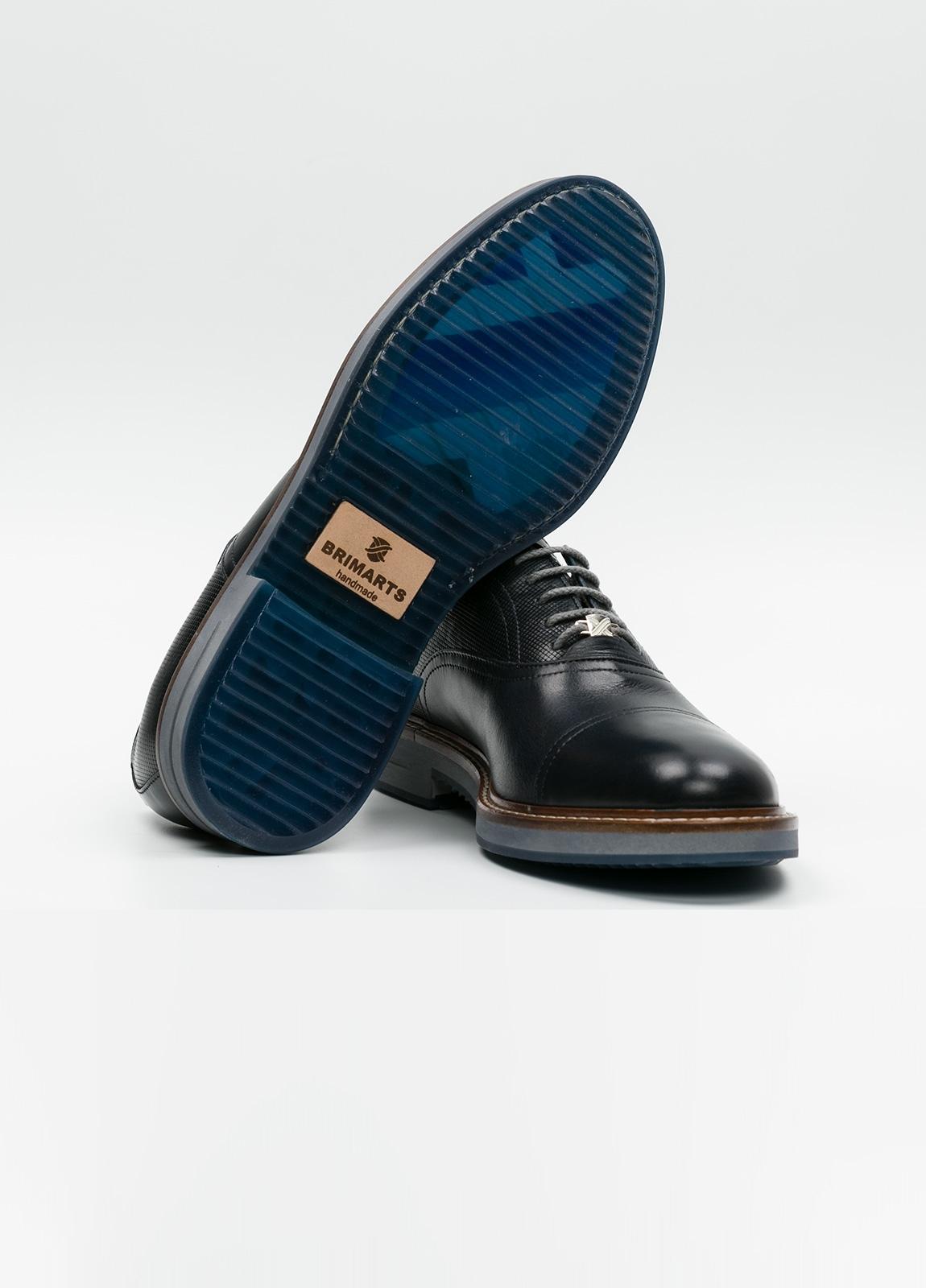 Zapato Formal Wear con cordones color marrón oscuro combinación de piel lisa y grabada. 100% Piel. - Ítem1