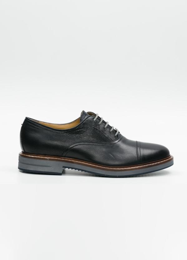 Zapato Formal Wear con cordones color marino oscuro combinación de piel lisa y grabada. 100% Piel.