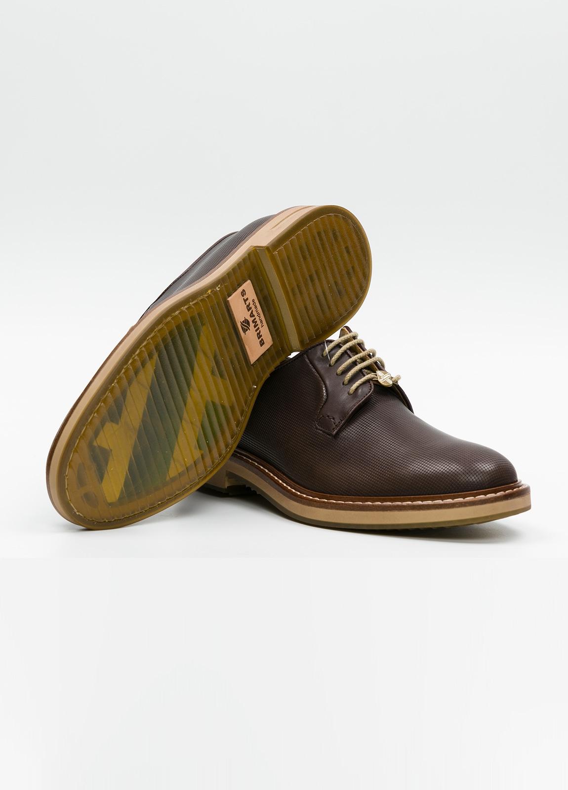 Zapato Formal Wear con cordones color marrón. 100% Piel grabada. - Ítem3