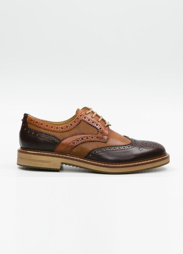 Zapato Formal Wear con cordones con detalles troquelados y combinación de piel lisa color marrón y piel grabada color cognac. 100% piel.