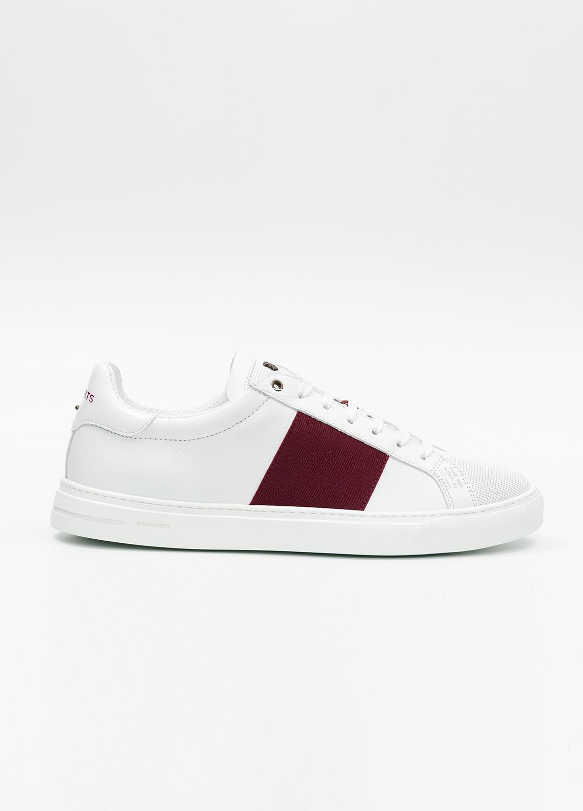 Calzado sport color blanco con detalles granates. 100% Piel.