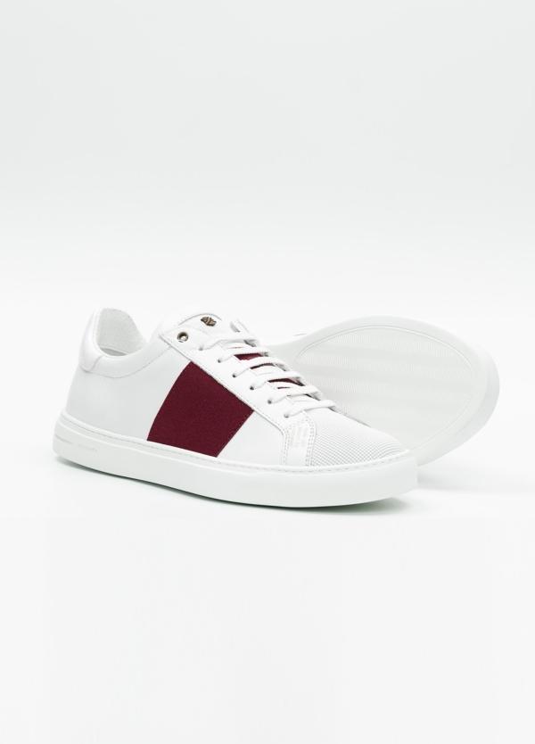 Calzado sport color blanco con detalles granates. 100% Piel. - Ítem2