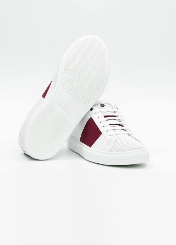 Calzado sport color blanco con detalles granates. 100% Piel. - Ítem3