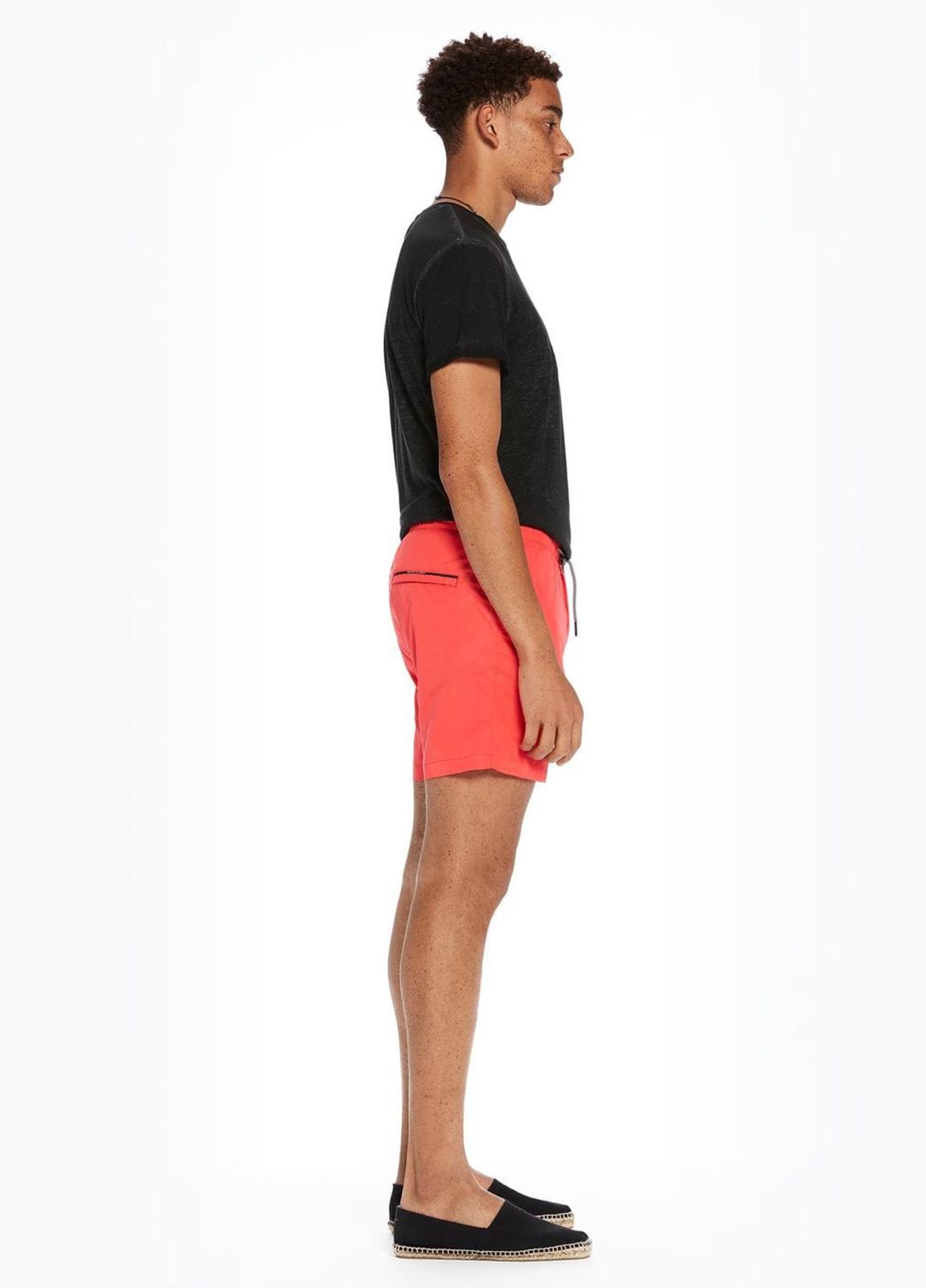 Bañador liso color coral con logo impreso. 100% Poliéster. - Ítem1