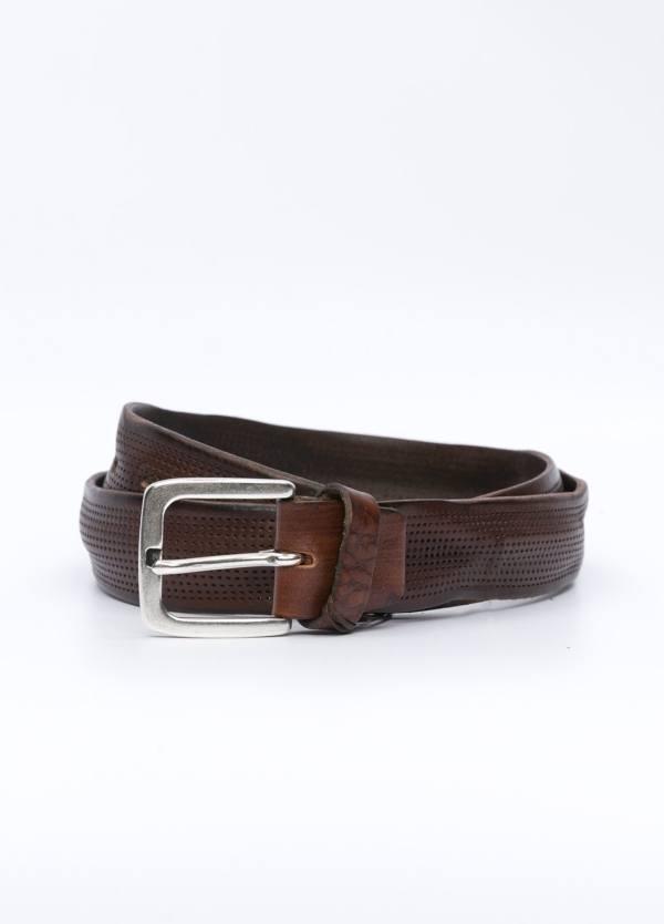 Cinturón sport piel perforada color marrón. 100% Piel.