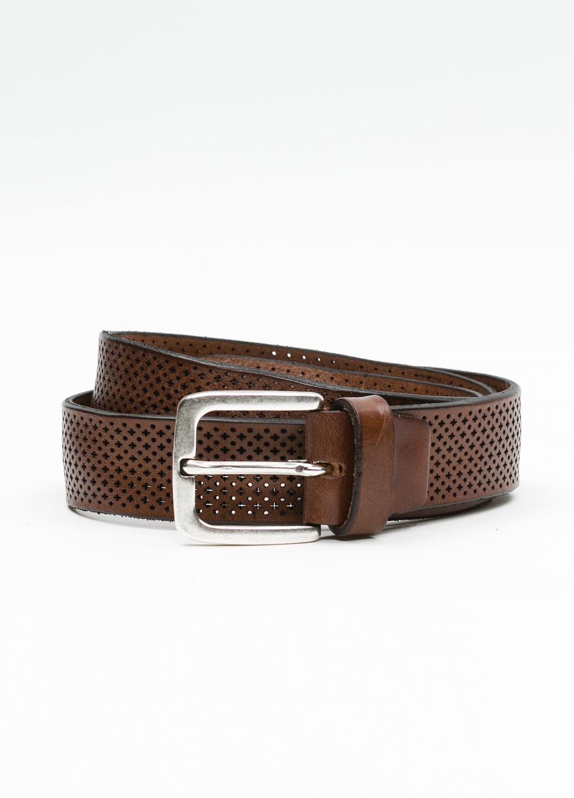Cinturón sport dibujo perforado color marrón. 100% Piel.