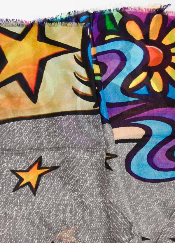 Foulard estampado étnico color gris, 100 x 200 cm. 100% Seda. - Ítem1