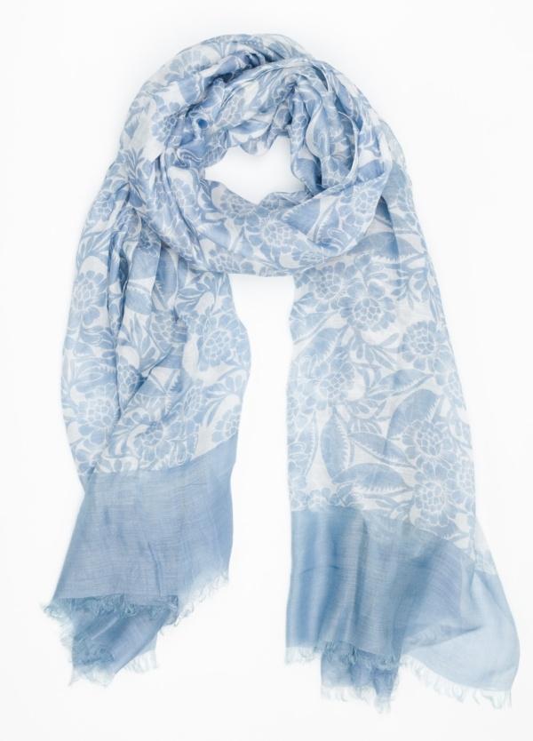 Foulard estampado color azul. Modelo 100 X 190 cm. 70% Modal 30% Seda.