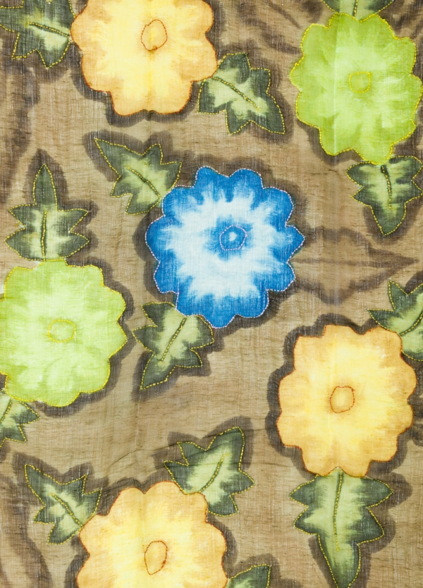 Foulard estampado floral color kaki modelo ORTENSIA 70% Lino 30% Seda. - Ítem1